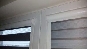 Roleta na okno s krycími lištami